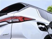 『三菱自動車、新型「アウトランダー(2022)」PHEVモデルを今冬に日本で発売』<カーウォッチ>/気になる新型3列シートSUV!