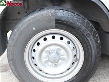 タイヤを黒々キレイにするだけで、車がキレイに見える!
