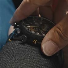 ダッシュボードに装着可能な腕時計