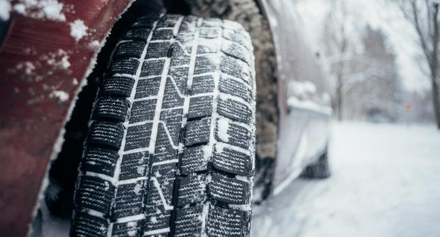 冬の車のタイヤ