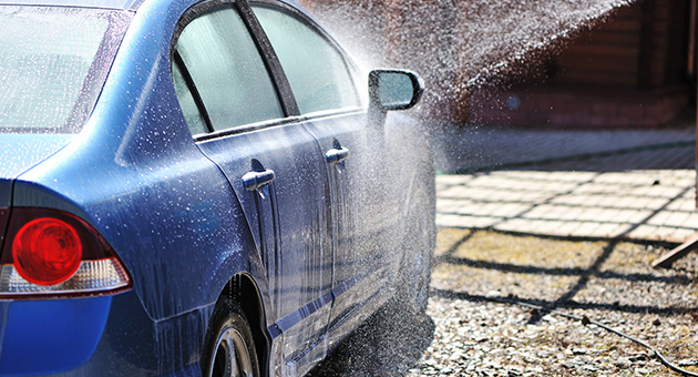 ホースで洗車の画像