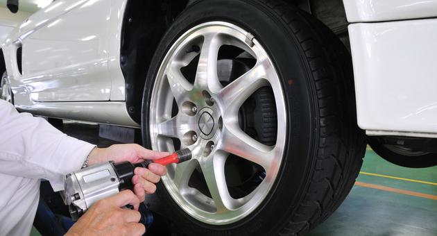 タイヤ持込交換の工賃はいくらかかる?お得な節約方法とは?