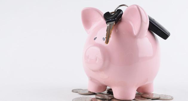 ピンクのブタ貯金箱と鍵
