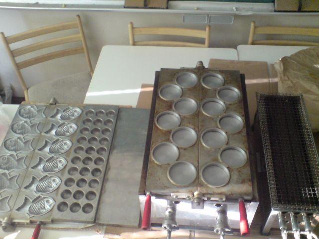 たい焼き・大判焼き・釣鐘型のたこ焼きができる台と、焼き鳥台
