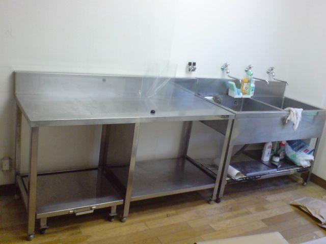設置されたステンレス台