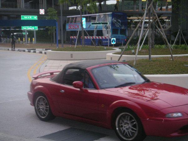 フェンダーが特徴的なシンガポールでみたNA