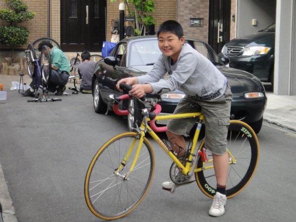 メンテナンスをして乗れるようになった黄色いロードバイク