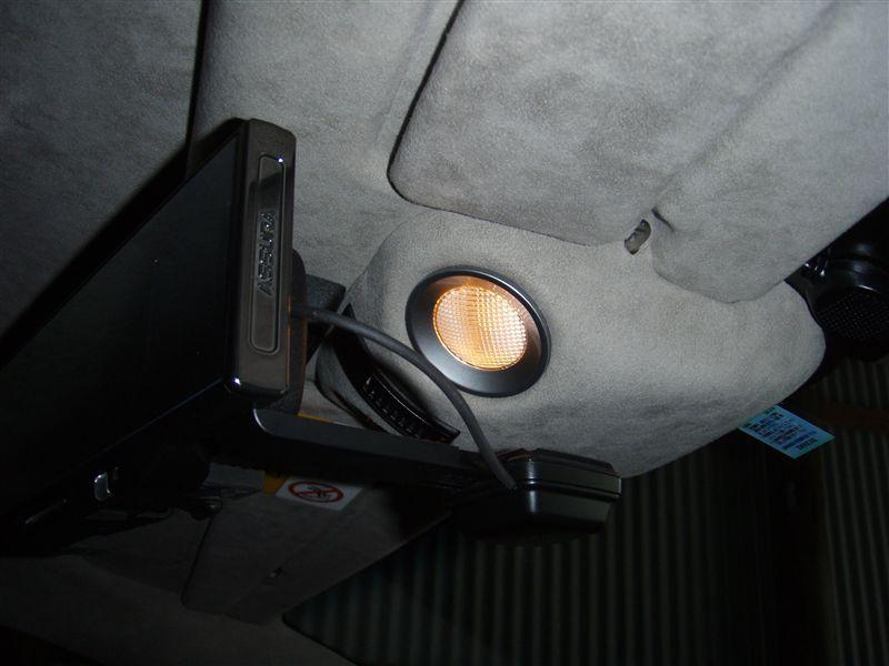 V8ヴァンテージ クーペ ルームランプLED化のカスタム手順1