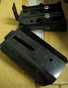 レガシィB4(BL5A)のフロントビーム両端のブラケット