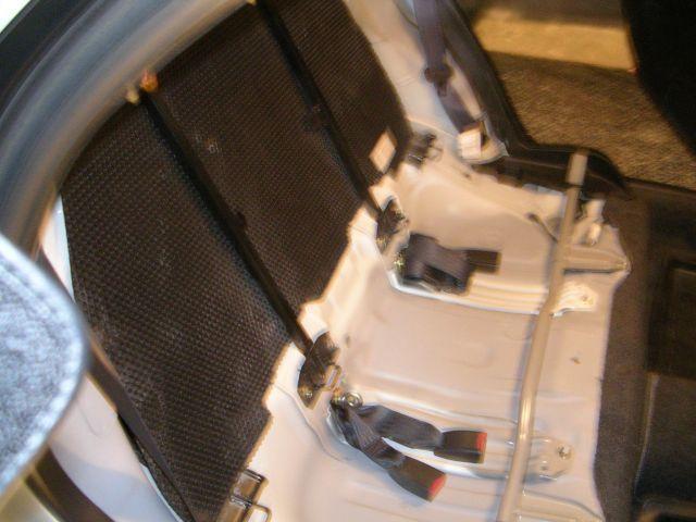 メルシート剥しで軽量化(後部座席背面/座面)