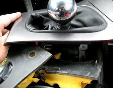レガシィB4(BL5A)ゴム製シフトブーツ撤去
