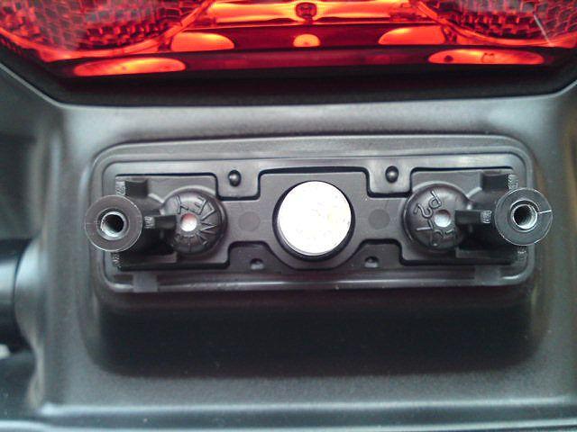 以前、メーター球交換をした際に余ったLEDをナンバー灯に使用したのですが・・・