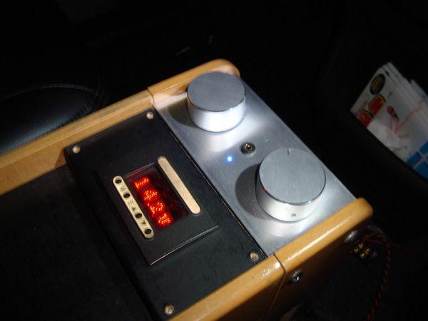 自作プリアンプをコンソールボックスに合体。