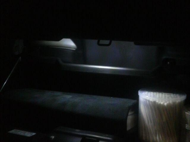グローブボックス ライト設置