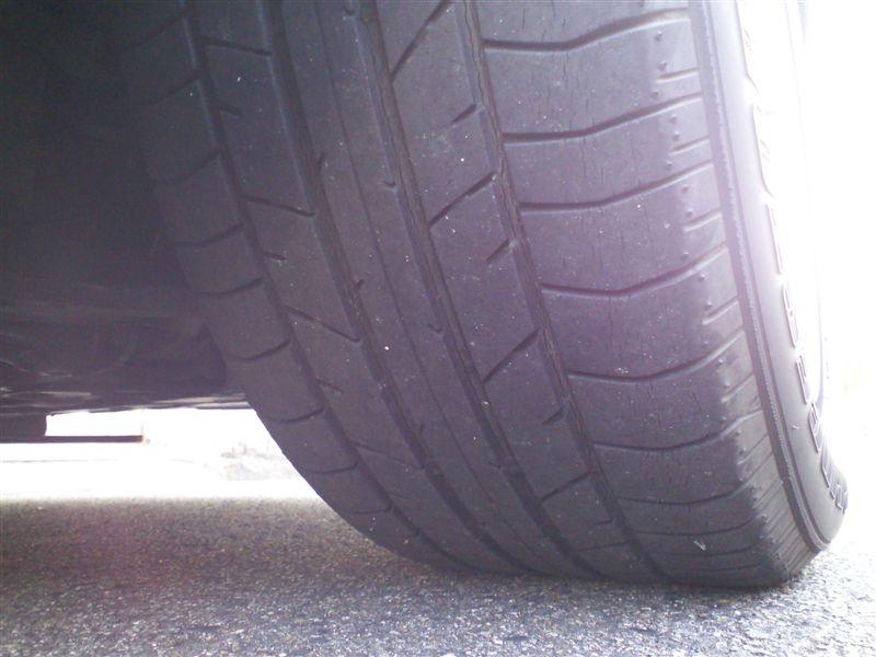 タイヤ交換と電圧安定器の取付け