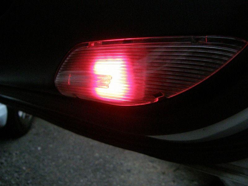 カーテシランプを8連LED赤に