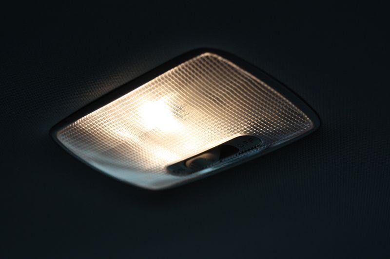 ルクサーワン LEDルームランプ取り付け。