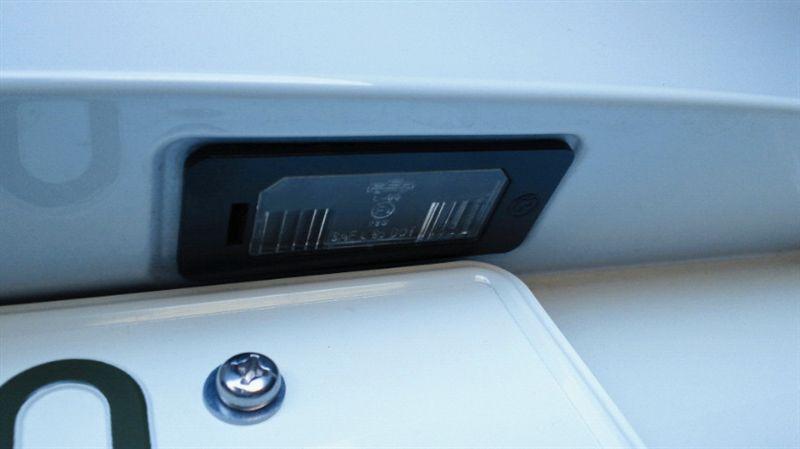 5シリーズ ツーリング ナンバー灯LED化のカスタム手順2