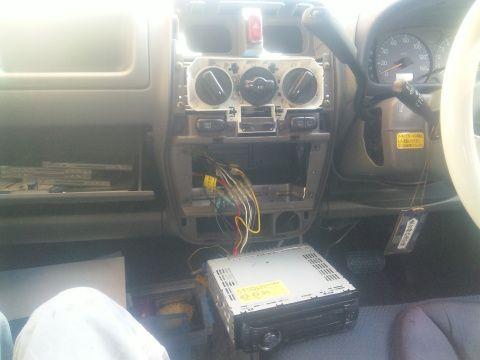 ワゴンR MC11S 2型 デッキ載せ換えの為のセンターパネル外し