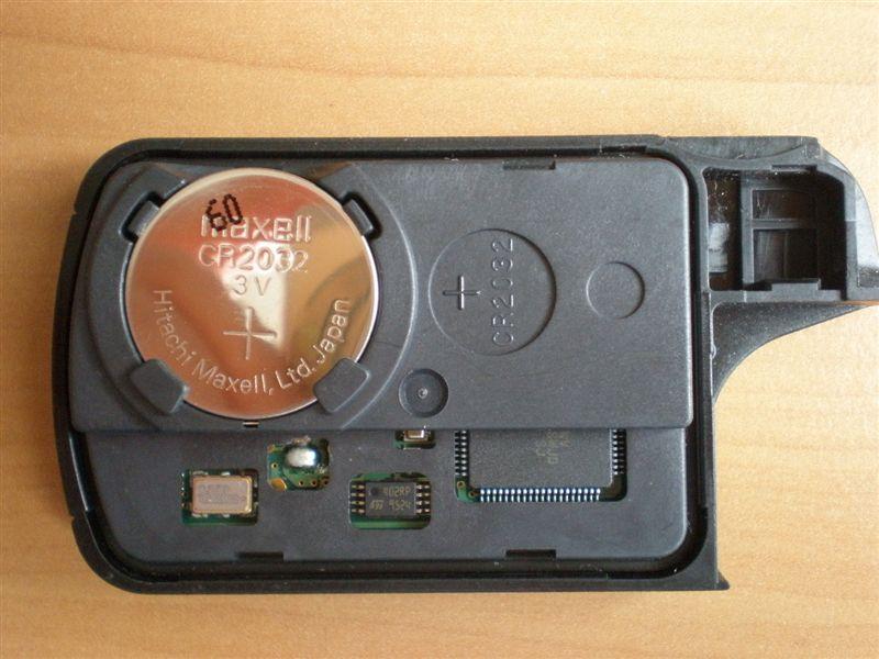 SONY製のバッテリーからmaxell製のバッテリーに交換しました。<br /> <br /> ケースを元通りに組み合わせて、交換完了!