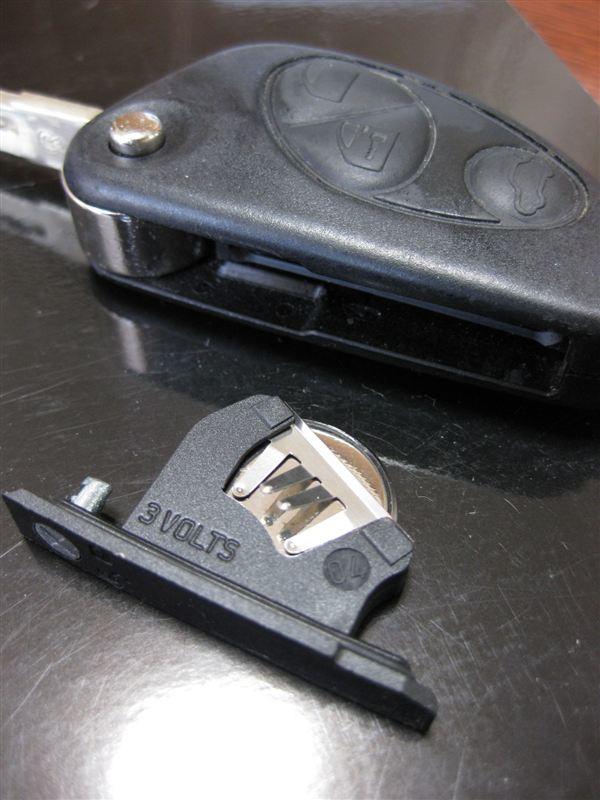 キーレスエントリー リモコンキー電池交換