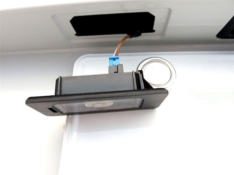 3シリーズ ツーリング ノーブランド LEDナンバー灯のカスタム手順2