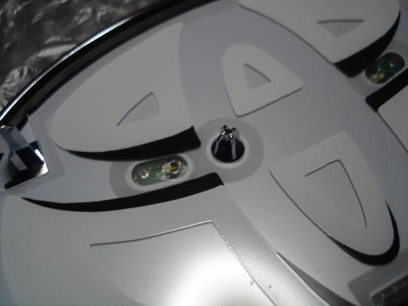 トヨタのLEDエンブレムイルミネーションキットの仕組み