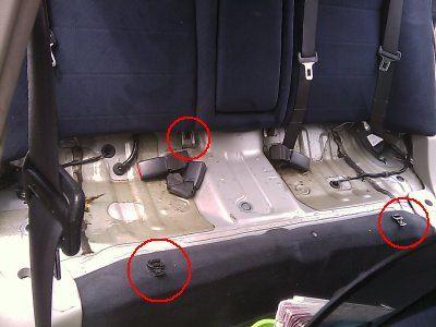 後部シート(座面)取り外し、液晶TV積み込み