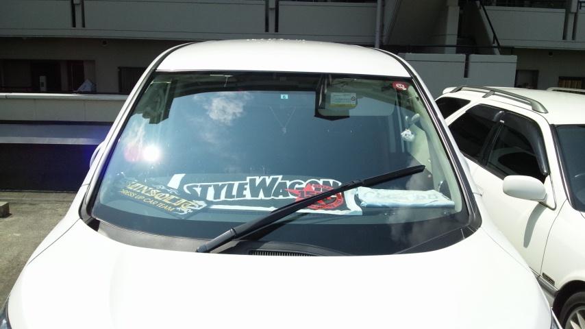 運転席側のワイパーを助手席側に取り付け、角度調整しただけです。<br />