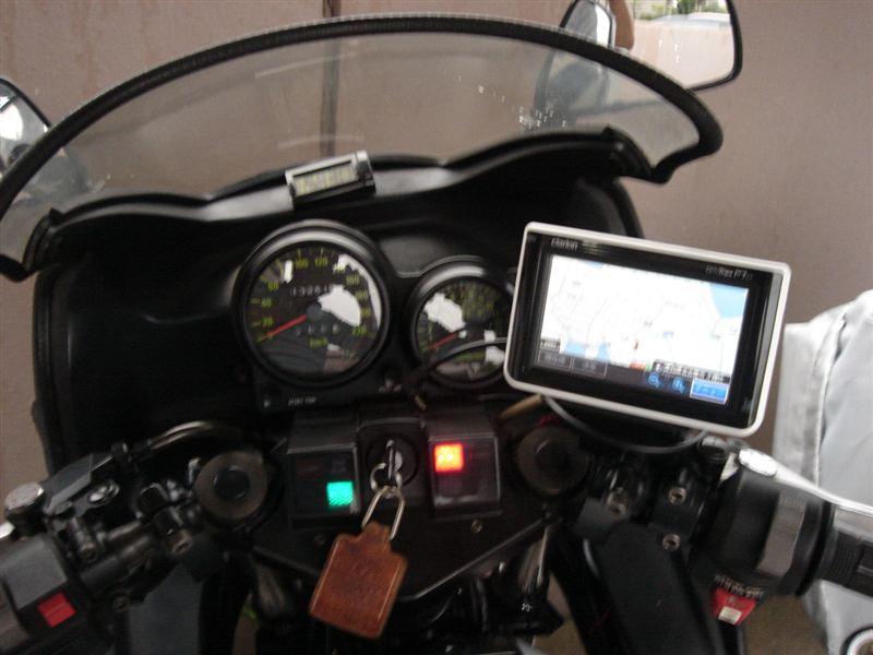 GPZ750F A2 カーナビ取り付けのカスタム手順1