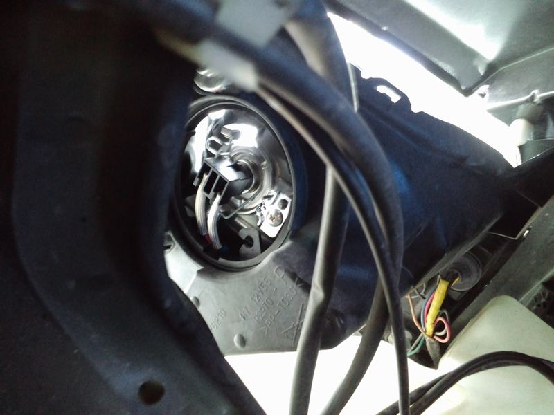 low側ライトバルブ交換