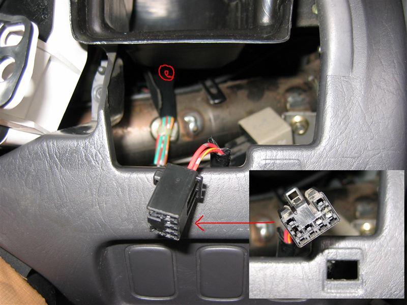 このミラは標準車でフォグが付いてませんが、いつかはフォグを取り付けるので(バンパーの裏、タイヤハウス前にフォグ用のカプラーはありますんで)メーター回りのパネル(クラスター)を外して吹き出し口のダクトの下の所にあるフォグSW用配線カプラー(ビニテで他の配線に固定してあります)を手前に引き出し…