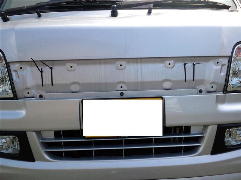 外からだとバラストの位置がわかります。タイラップのところ。車体に穴開けるのに躊躇が無くなった・・・