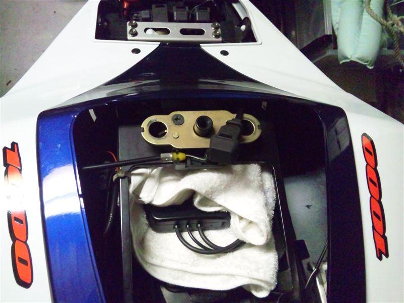 アキュメートミニバッテリーメンテナー車両ケーブル取り付け