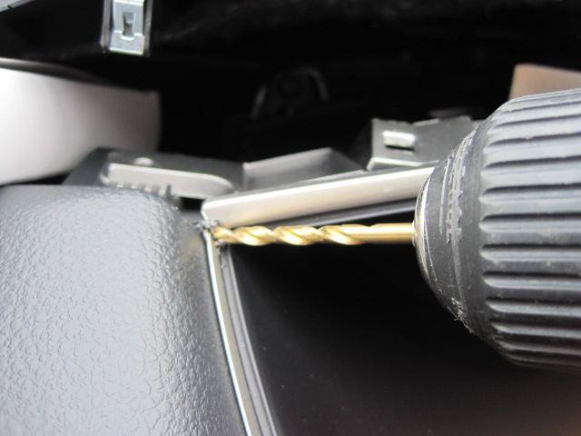 C26セレナライダーメーターフードにラインイルミ取付