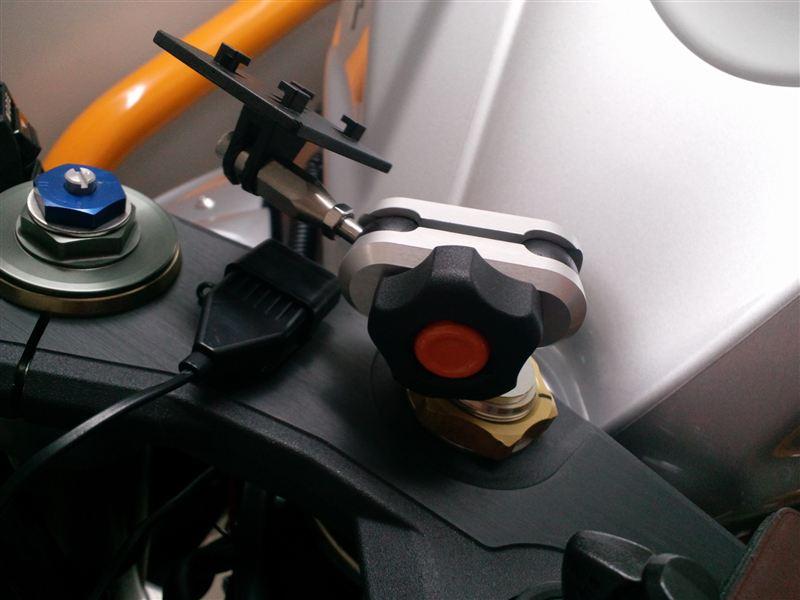 GSX-R600 ナビ取付位置変更?のカスタム手順2