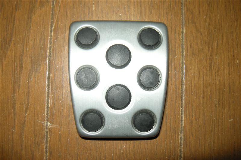 プリウスでは定番の(笑)、パーキングブレーキペダルの交換を行いました。<br /> 使用したペダルは、アルテッツァのクラッチ用ペダルです。