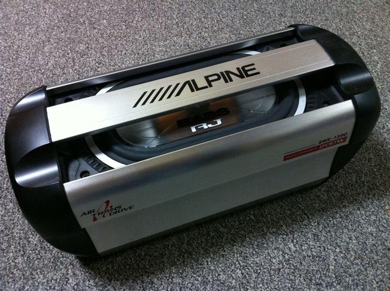 パワードサブウーファー ALPINE SWE-1390 取り付け
