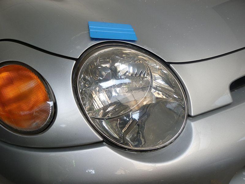 ヘッドライトを磨いてフィルム貼り その2