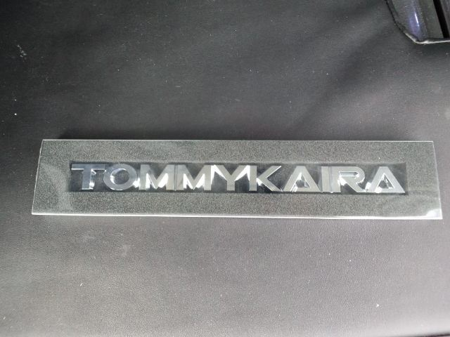 TOMMYKAIRAロゴプレート取付