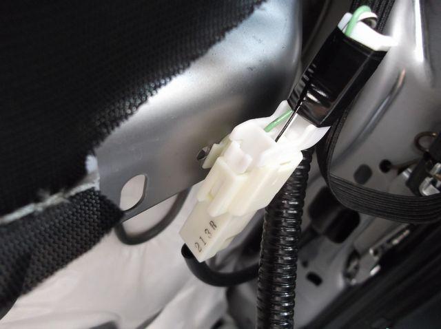シートアンダートレイ取り付け【運転席編】(その2)