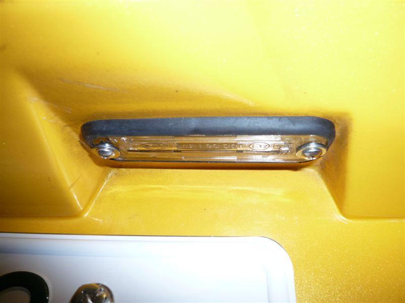 エリーゼ ナンバー灯交換のカスタム手順1