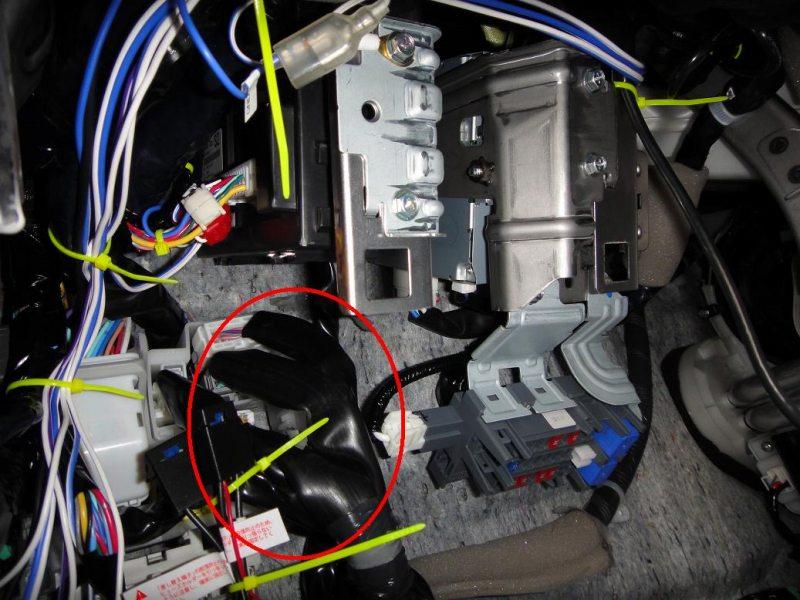 【C26】ラゲッジランプのルームランプ連動化①BCM49・BCM63の取り出し