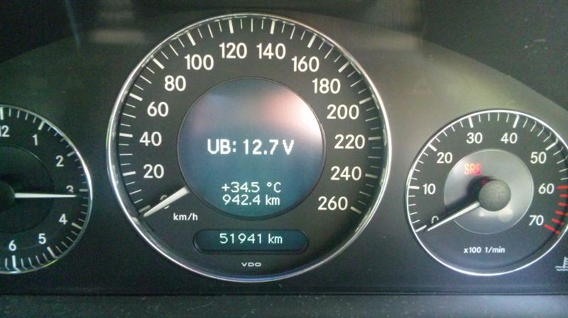 W211 バッテリー交換