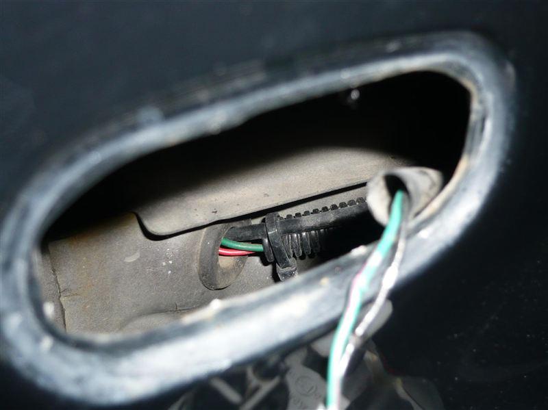 エンジルルームからの配線 引き込み穴