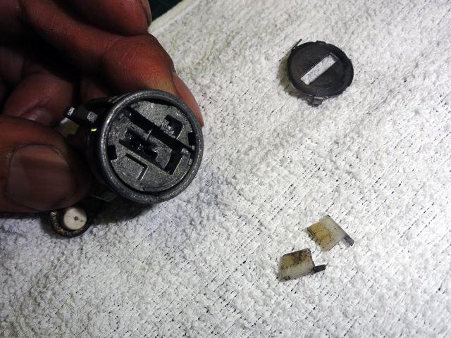 RX-7 FD3S キーシリンダー修理 その1(その2で完結です)