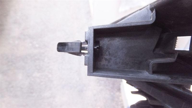 E12ノート フロントグリルの外し方