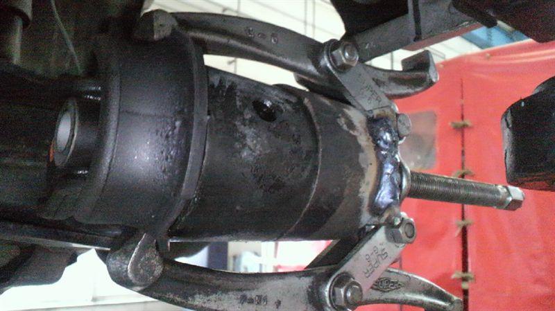 AZR60のリヤアクスルブッシュ交換