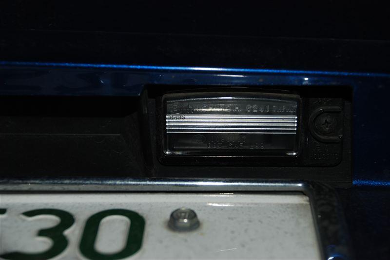 ナンバー灯をLEDに交換