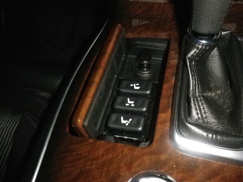 助手席シートを運転席側からも操作できるようにする